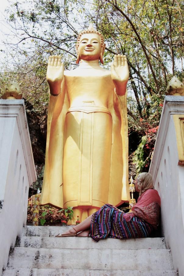 Laura onder boeddha